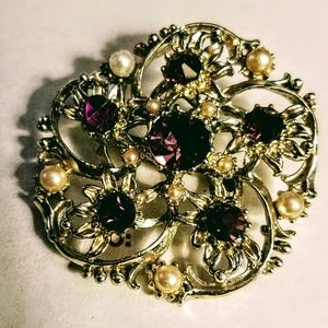 Jewelry - Amethyst and faux pearl brooch